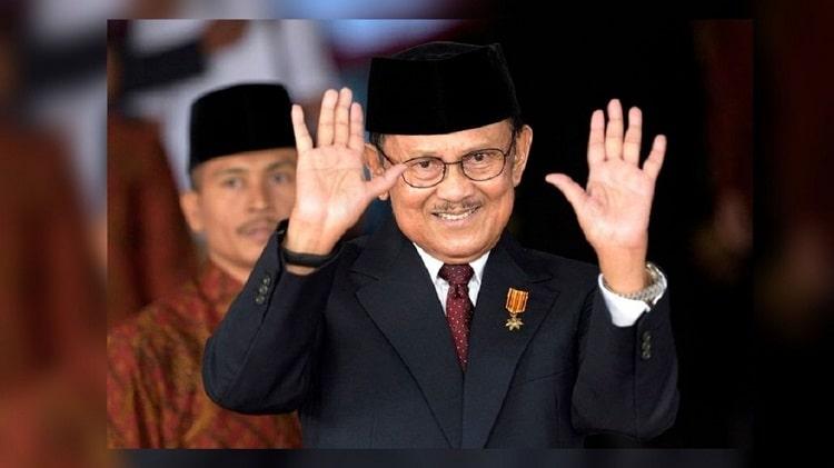 Biografi BJ Habibie: BJ Habibie Melepas Jabatan Presiden
